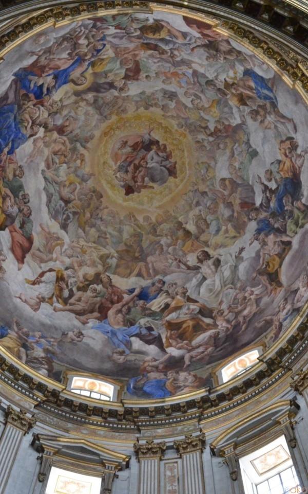 心も身体も癒されるホリスティック空間「ナポリ大聖堂」の魅力 | イタリア観光ガイド