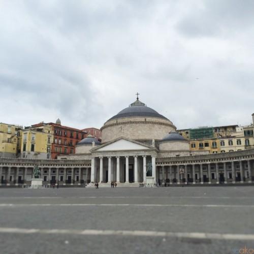 ど迫力スケールに唖然!ナポリ・プレビシート広場がとにかくスゴい! | イタリア観光ガイド
