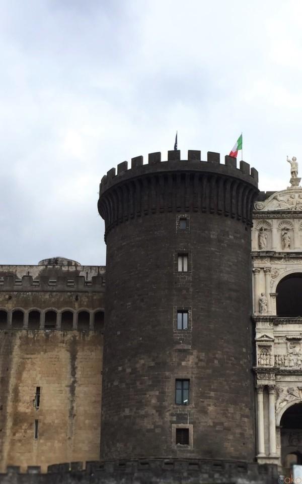 古くて新しいお城。ナポリ「ヌオーヴォ城」めぐりの魅力 | イタリア観光ガイド