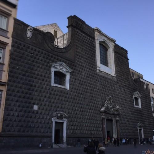 じわじわハマる美しさ。ナポリ「ジェズ・ヌオーヴォ教会」の魅力とは | イタリア観光ガイド