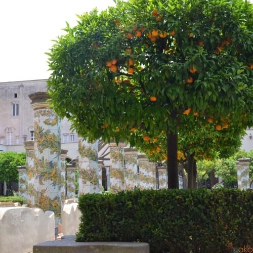 ナポリにある秘密の花園「サンタ・キアラ教会」 | イタリア観光ガイド