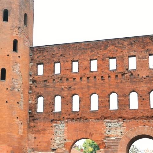 トリノにある古代ローマの息吹「パラティーナ門」をご案内します♪ | イタリア観光ガイド