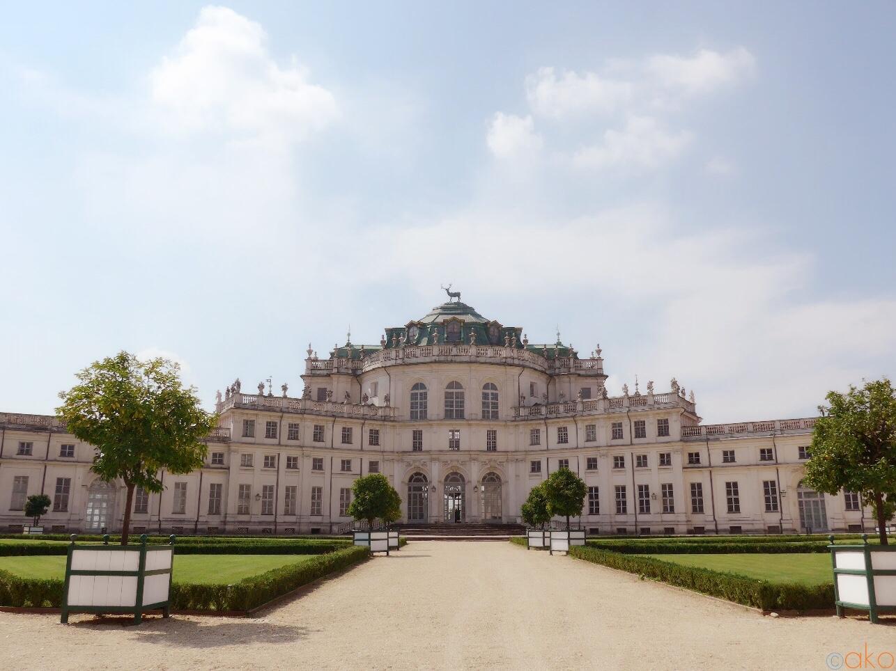 郊外にひそむ美しいお屋敷、トリノ「ストゥピニージ宮殿 | イタリア観光ガイド