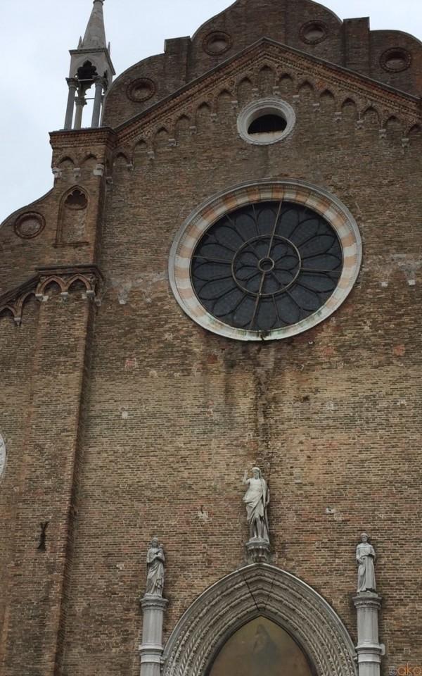 ヴェネツィア、サンタ・マリア・グロリオーザ・デイ・フラーリ聖堂★| イタリア観光ガイド