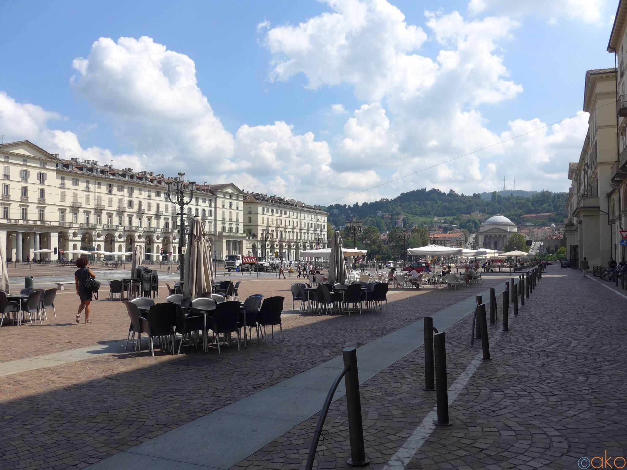 イタリア最大級!トリノ、ヴィットリオ・ヴェネト広場  イタリア観光ガイド