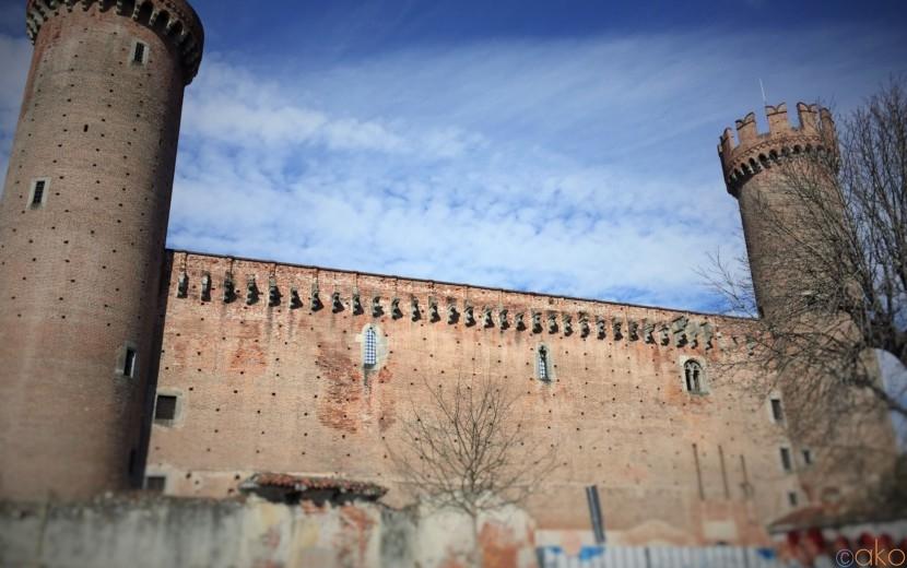 オレンジ合戦が名物!ピエモンテ州イブレアの名城「イブレア城」| イタリア観光ガイド