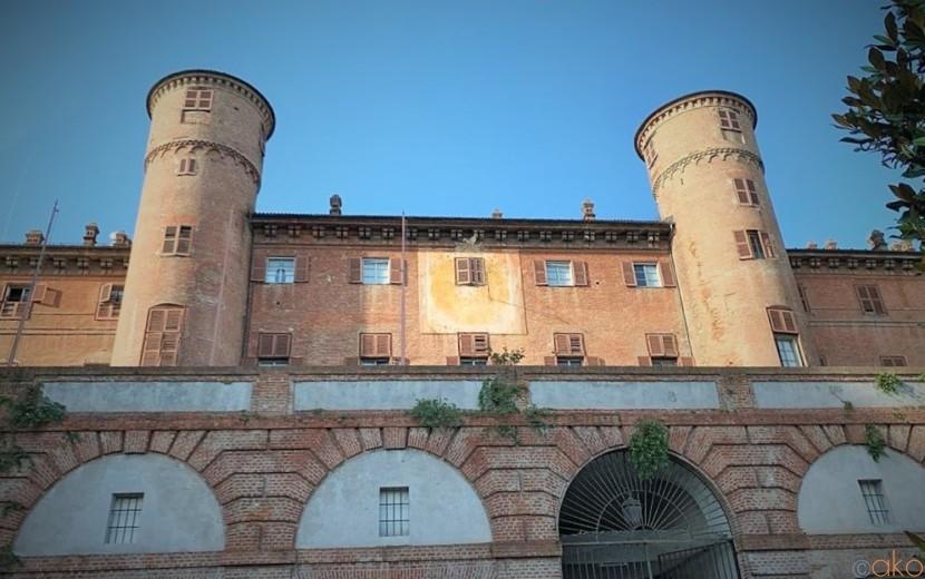 雄大なお城の風景をご堪能!ピエモンテ州・モンカリエーリ城| イタリア観光ガイド