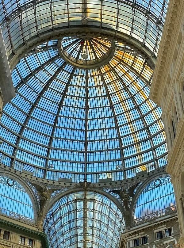 ナポリのエレガントが大集結!ウンベルト1世のガレリア | イタリア観光ガイド