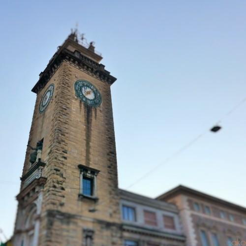 ベルガモの新市街のシンボル、戦没者の塔は必見です!|イタリア観光ガイド
