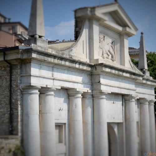 旧市街への玄関口、ベルガモ、ポルタ・サン・ジャコモ|イタリア観光ガイド