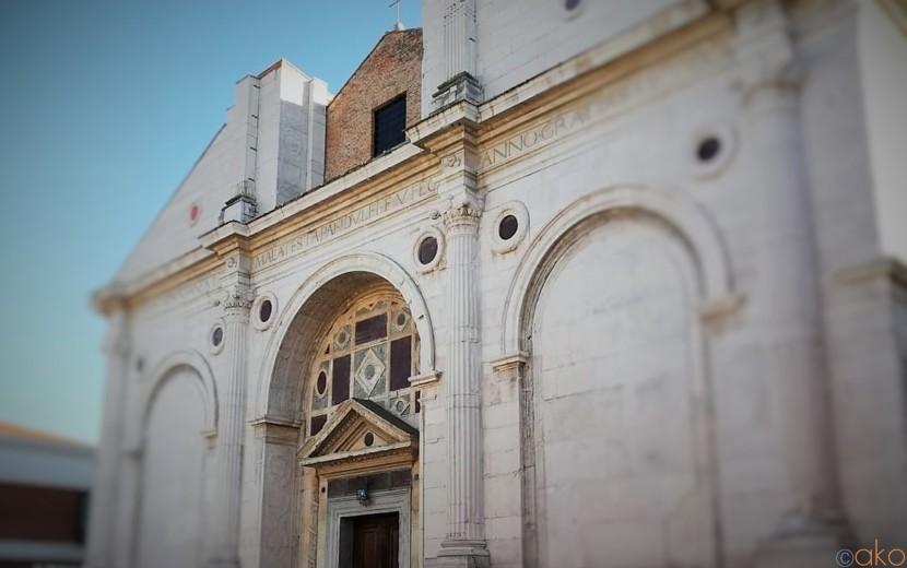 寺院と教会のハーフ&ハーフ!?リミニ、マラテスティアーノ教会|イタリア観光ガイド