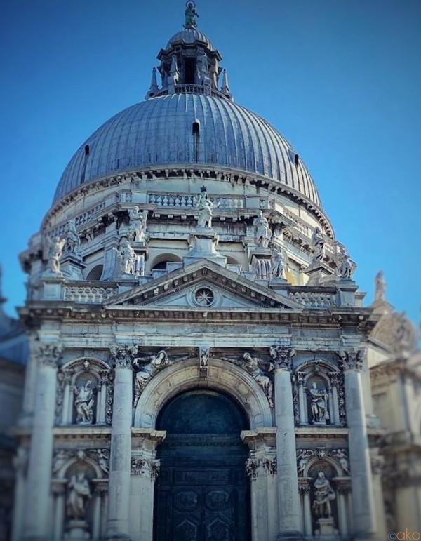 祈りの場。ヴェネツィア、サンタ・マリア・デッラ・サルーテ聖堂|イタリア観光ガイド