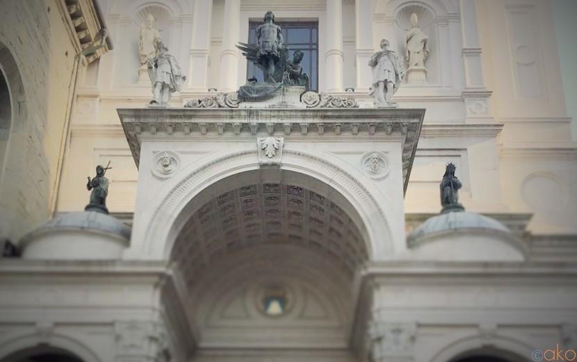 美術館のようなドゥオーモ!ベルガモ、聖アレッサンドロ教会|イタリア観光ガイド