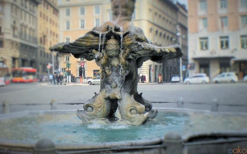 アンデルセンも愛したローマの憩いの場、トリトーネの噴水| イタリア観光ガイド