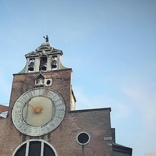 大きな時計が目印!ヴェネツィア、サン・ジャコモ・リアルト教会| イタリア観光ガイド