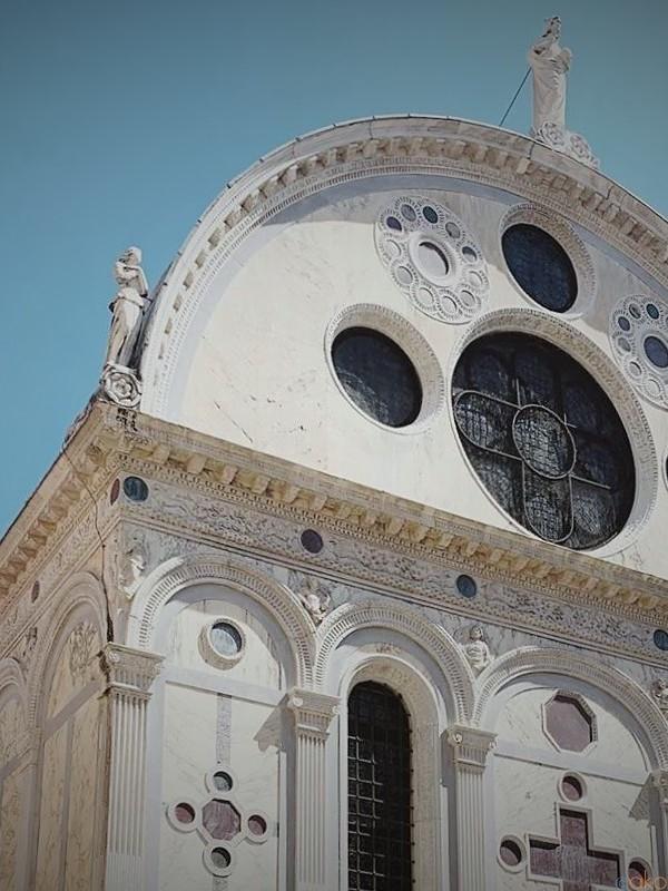 ヴェネツィアいち愛らしい、 サンタ・マリア・デイ・ミラーコリ教会| イタリア観光ガイド