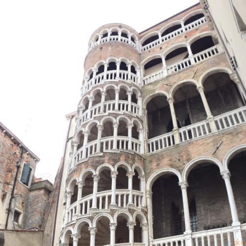 ヴェネツィアいち美しい階段、ボーヴォロの階段に上ってみたい!|イタリア観光ガイド