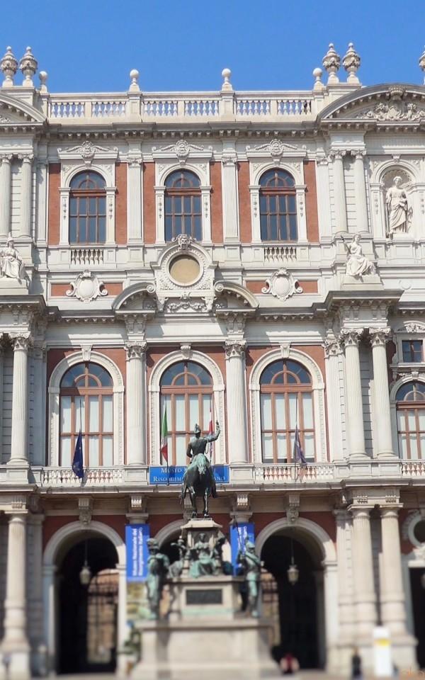 思わず二度見、三度見!美しすぎるトリノ、カリニャーノ宮|イタリア観光ガイド