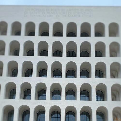 ローマの第二のコロッセオ、イタリア文明宮がとにかくカッコイイ!|イタリア観光ガイド
