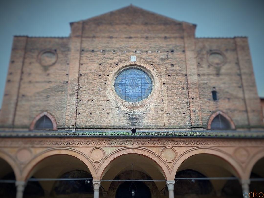 アーチの美世界。ボローニャ、サンタ・マリア・デイ・セルヴィ教会|イタリア観光ガイド