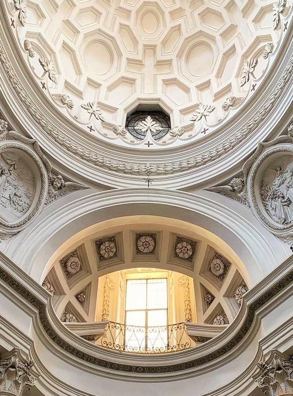 流線美!ローマ、サン・カルロ・アッレ・クワトロ・フォンターネ聖堂|イタリア観光ガイド