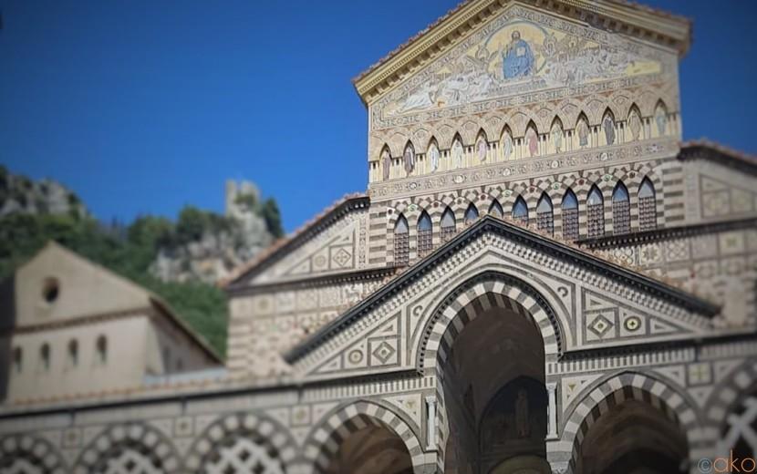海の魅力に負けないオーラ!南イタリア、アマルフィ大聖堂|イタリア観光ガイド