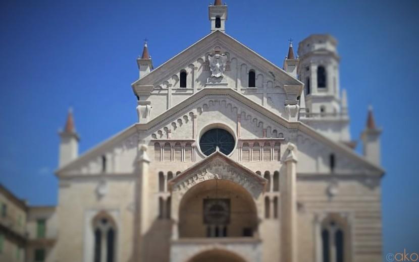 アディジェ川沿いに佇む街のシンボル、ヴェローナのドゥオーモ|イタリア観光ガイド