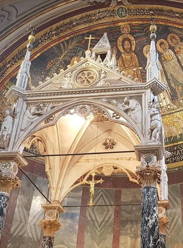 秘密の花園!ローマ、サンタ・チェチリア・イン・トラステヴェレ聖堂|イタリア観光ガイド