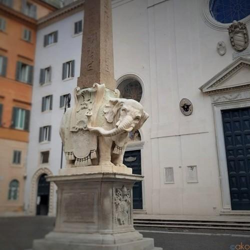ローマで花咲く美の競演、サンタ・マリア・ソプラ・ミネルヴァ教会|イタリア観光ガイド