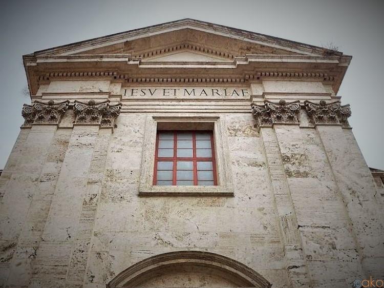 大通り沿いにある静寂。ローマ、ジェズ・エ・マリア教会|イタリア観光ガイド