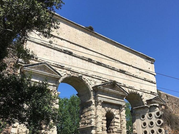 古代から続く悠久の景色。ローマ、マッジョーレ門に行ってみた!|イタリア観光ガイド