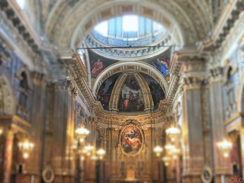 繁華街でラクラクアクセス☆トリノ、サンティ・マルティーリ教会|イタリア観光ガイド