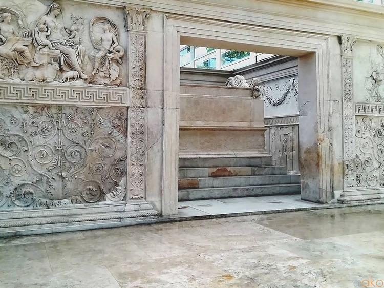 現代建築の中に潜む古代文明、ローマのアラ・パキスが素敵!|イタリア観光ガイド