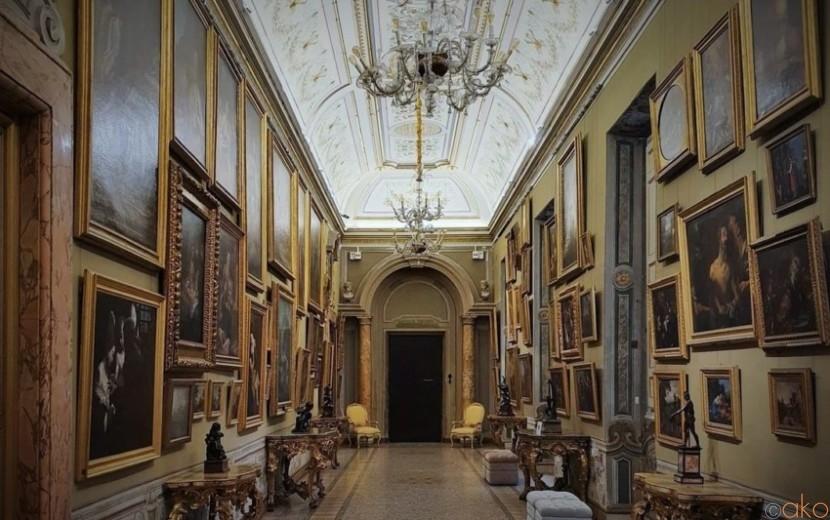 テヴェレ川のほとりに佇む優雅な館、ローマ、コルシーニ宮殿|イタリア観光ガイド