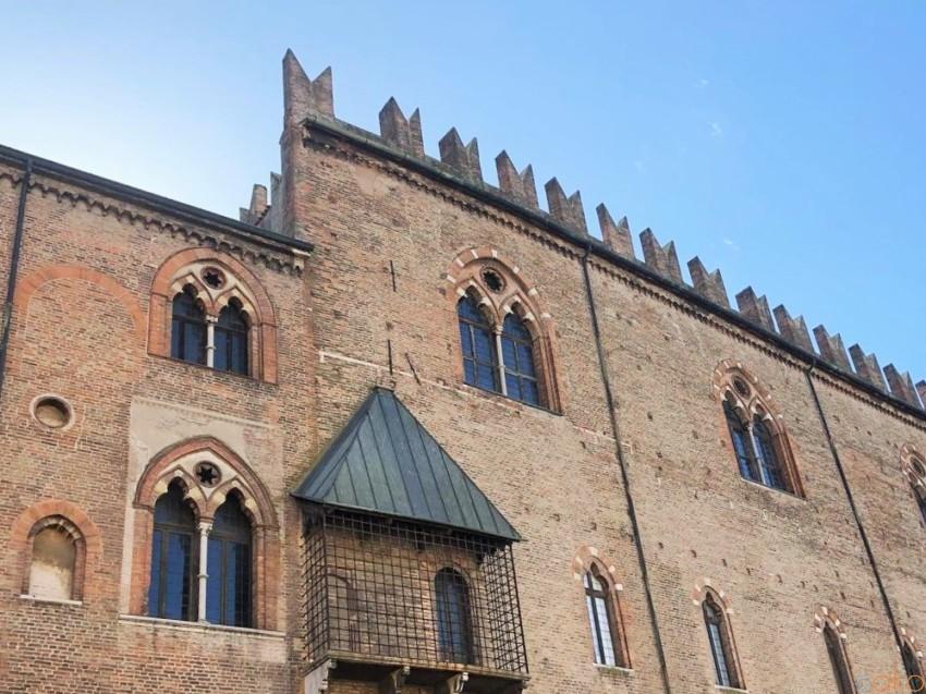 マントヴァの中心地に建つ、一大居住地、ドゥカーレ宮殿|イタリア観光ガイド