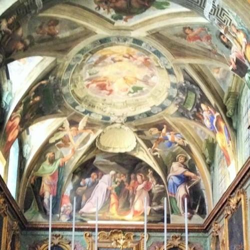丘に建つ。ローマ、サン・シルヴェストロ・アル・クィリナーレ教会|イタリア観光ガイド