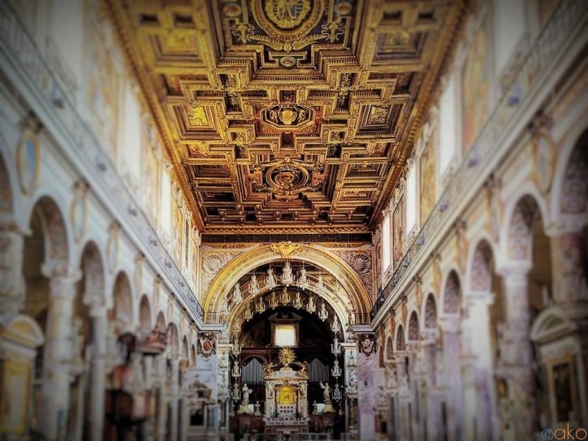 高台にそびえるロマン。ローマ、アラコエリのサンタ・マリア聖堂|イタリア観光ガイド