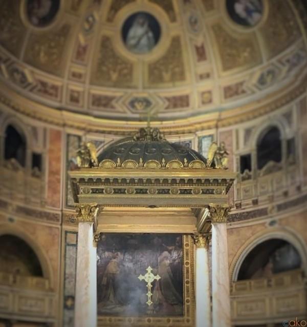 ローマの隠れ家!?サン・ロレンツォ・イン・ダマソ聖堂|イタリア観光ガイド