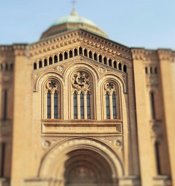 車窓からも見える!ボローニャ、サクロ・クオーレ・ディ・ジェズ教会|イタリア観光ガイド