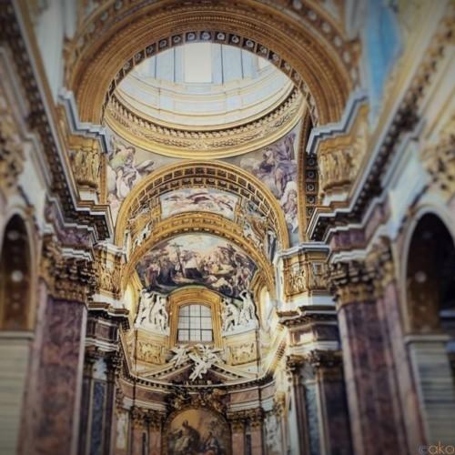 ローマ、サンティ・アンブロージョ・エ・カルロ・アル・コルソ聖堂|イタリア観光ガイド