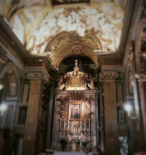 トレヴィの後ろ!ローマ、サンタ・マリア・イン・トリヴィオ教会|イタリア観光ガイド