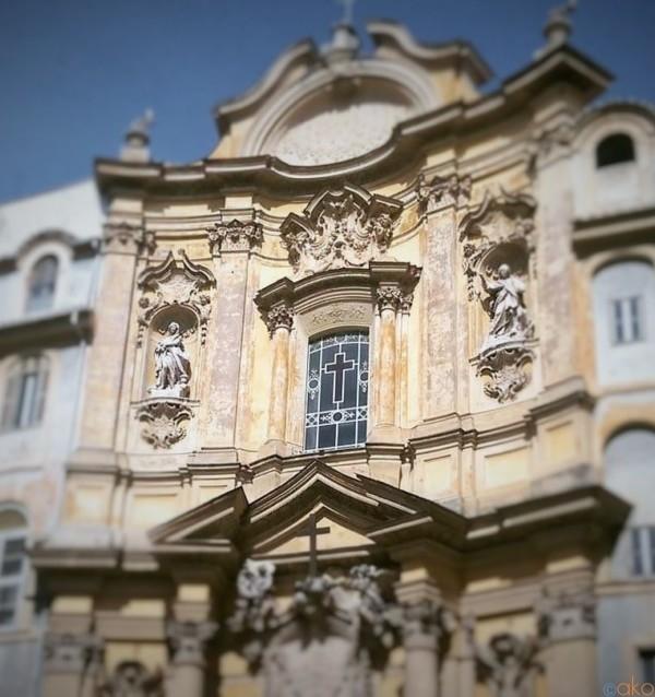 パンテオンからスグ!ローマ、マグダラの聖マリア教会|イタリア観光ガイド