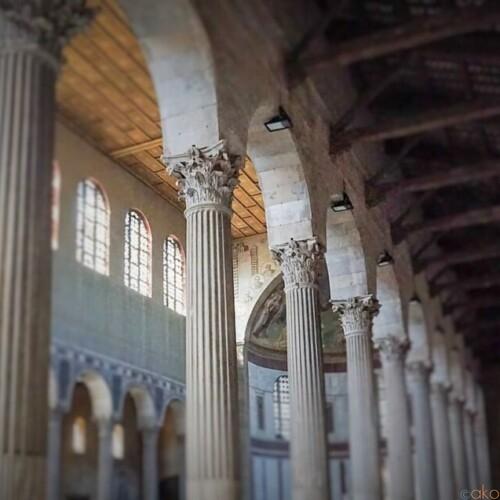 アヴェンティーノの丘に建つ。ローマ、サンタ・サビーナ聖堂|イタリア観光ガイド