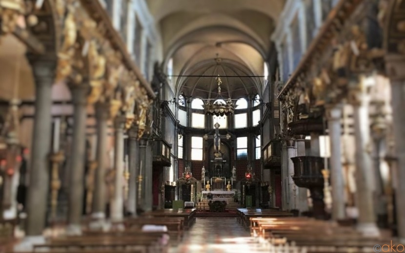 名画が連なる。ヴェネツィア、サンタ・マリア・デイ・カルミニ教会|イタリア観光ガイド
