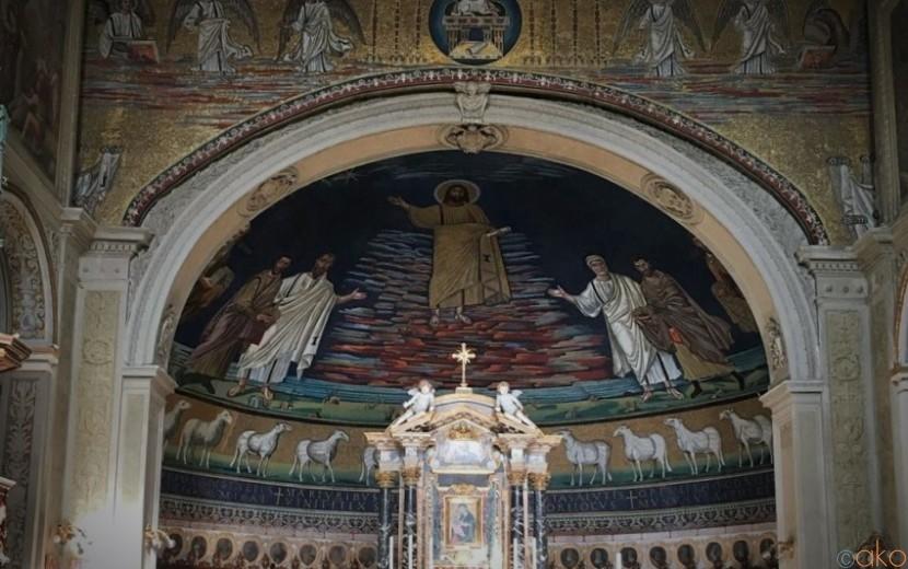 遺跡群の中に建つ。ローマ、サンティ・コスマ・エ・ダミアーノ聖堂|イタリア観光ガイド
