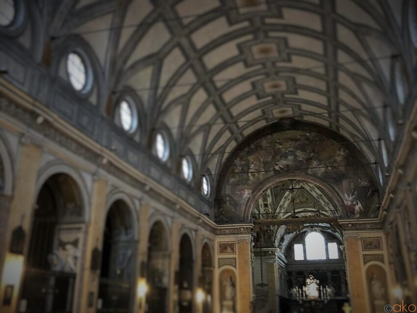 アーチの織りなす美を満喫!ミラノ、サンタンジェロ教会|イタリア観光ガイド