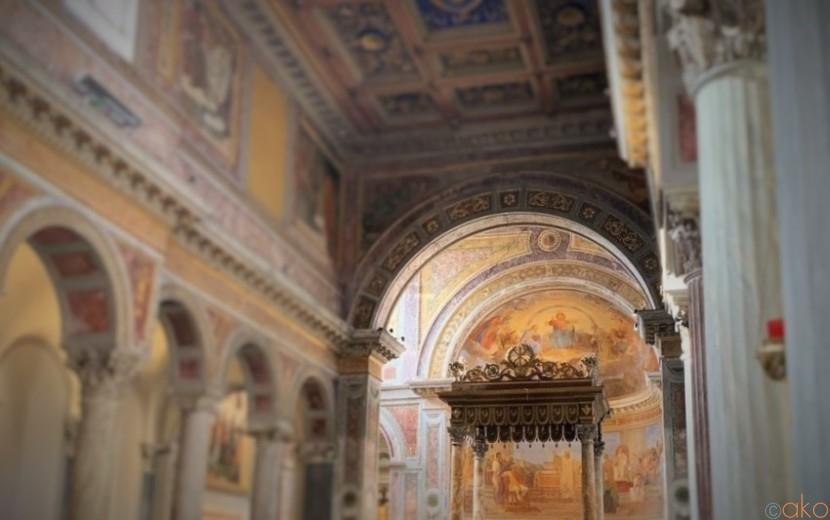 遺跡を使って完成!ローマ、サン・ニコラ・イン・カルチェレ教会|イタリア観光ガイド