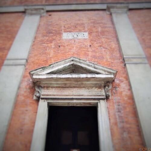 隠れた入口を探せ!ミラノ、サン・ナツァーロ・イン・ブローロ聖堂|イタリア観光ガイド