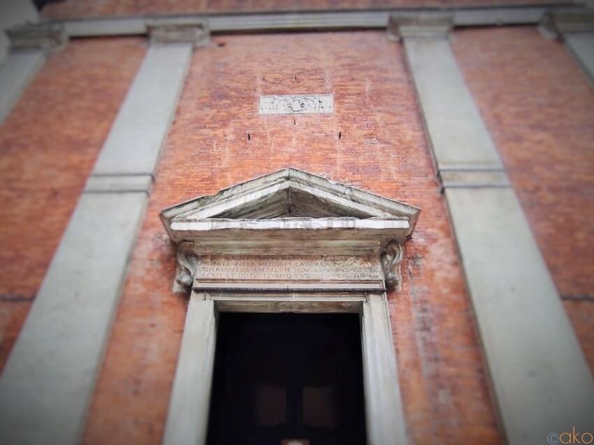 隠れた入口を探せ!ミラノ、サン・ナツァーロ・イン・ブローロ聖堂 イタリア観光ガイド