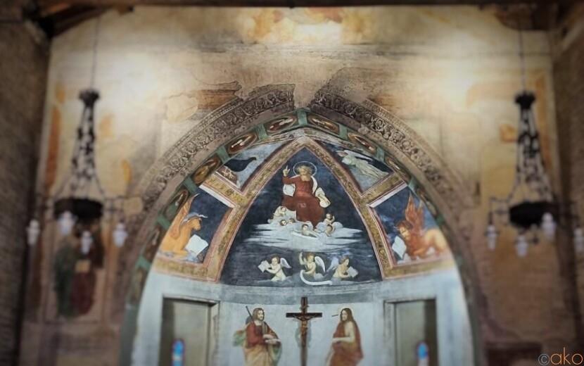 運河のほとりに建つ。ミラノ、聖クリストフォロ教会|イタリア観光ガイド